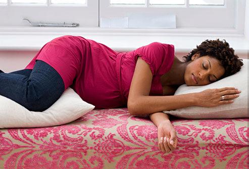 sleeping-with-pillow-between-knees